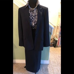 Beautiful skirt suit by Laura Scott in 14